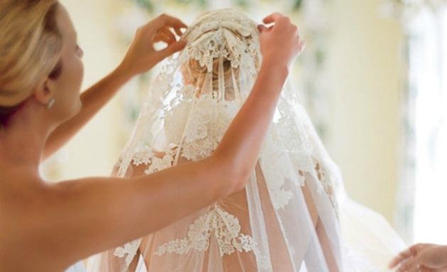 Conheça o tipo certo do acessório para cada modelo de vestido