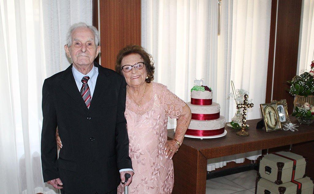 Em cerimônia intimista, casal de professores aposentados, celebra 70 anos de amor e companheirismo.