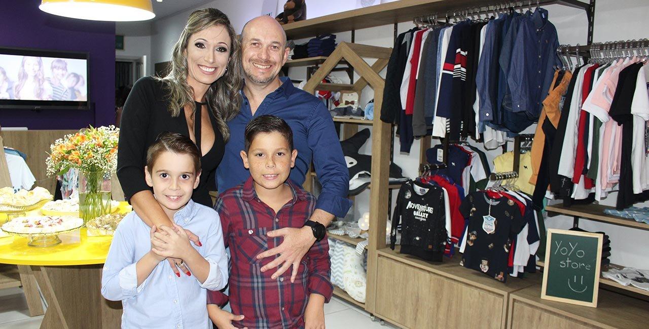 Casal empreendedor Maiere Timboni e Rafael Rocha recebe convidados em coquetel