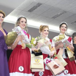 Turvo Elege Rainha e Princesas para Festa Do Colono