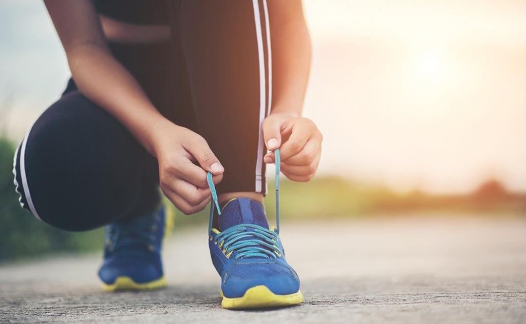 Trinta minutos de caminhada rápida diariamente é mais eficaz do que malhar