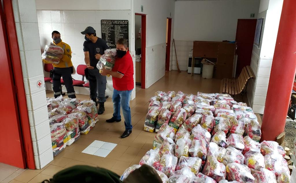 Equipe Multi-Institucional recebe quatro toneladas de alimentos e produtos de higiene