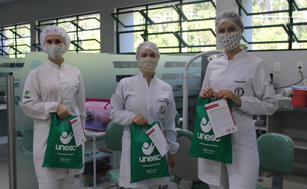 Os estudantes receberão kits com máscaras e álcool em gel de uso individual