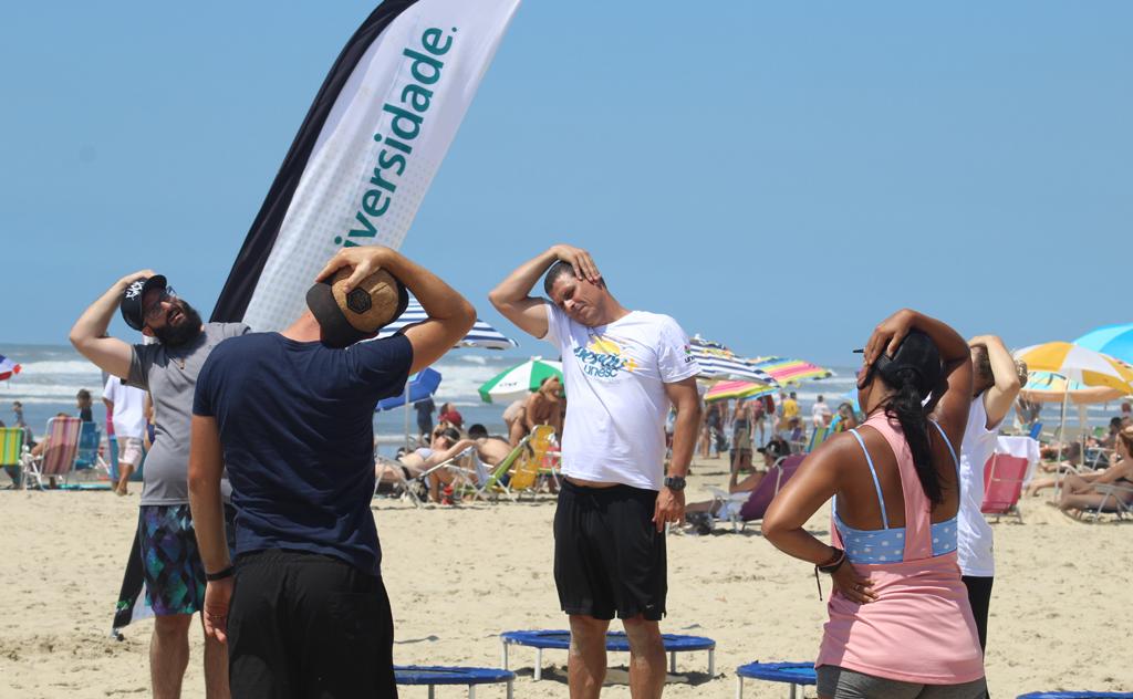 Atividades reuniram veranistas na areia e no palco