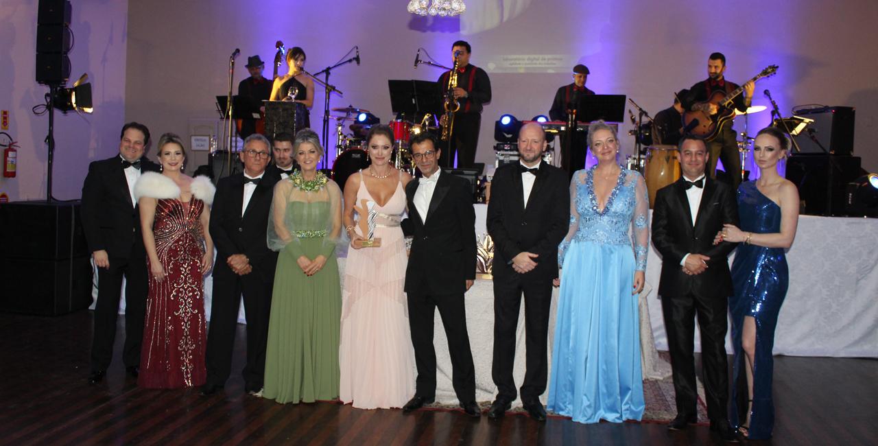 Colunista Altemar Nowauski recebe convidados em grande estilo