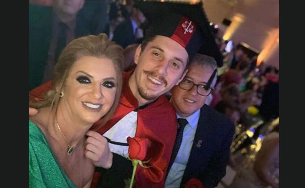 Pais Tiago e Luciane Zilli agraciam filho pela conquista