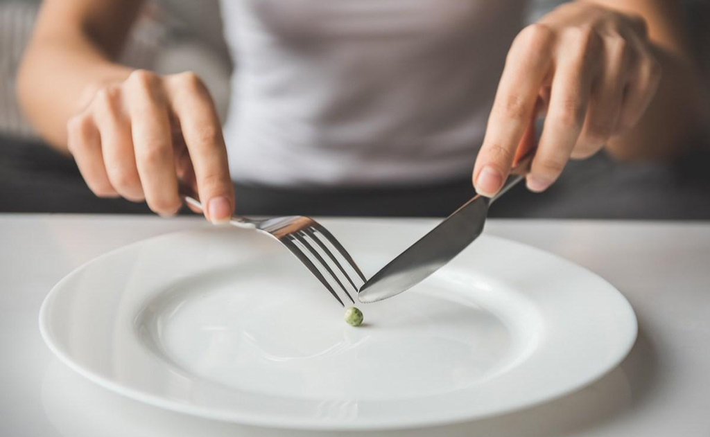 Entenda quais são as causas e tratamentos dos transtornos alimentares