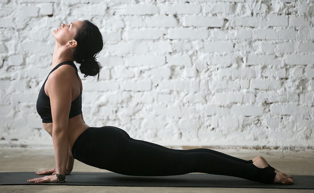 É importante continuar alongando a coluna, para manter a mobilidade dessa região do corpo