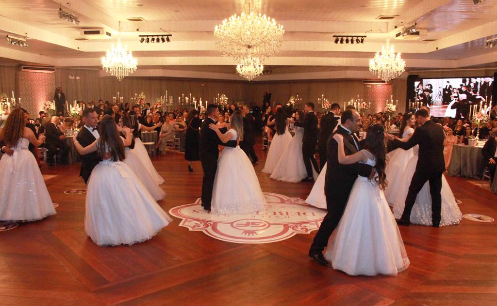 Clube avisa aos pais, amigos e imprensa, que cancelou baile e a estrutura será resguardada para o próximo ano