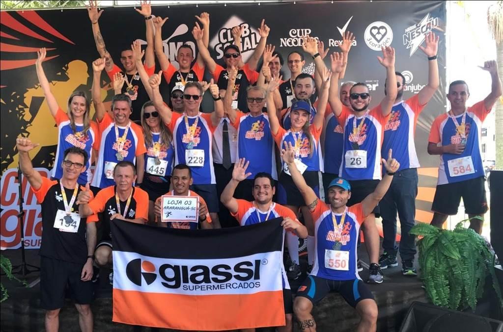 Equipe do Giassi Supermercados de Tubarão comemoram sucesso do Circuito de Corrida