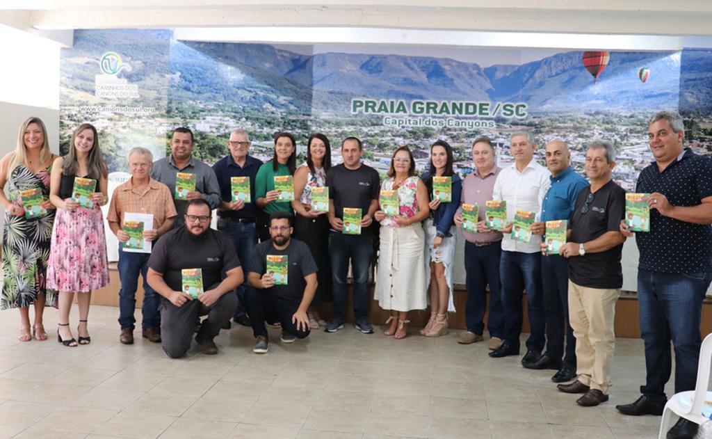 Turma do Geoparquito em: sonhando com um Geoparque no Sul do Brasil