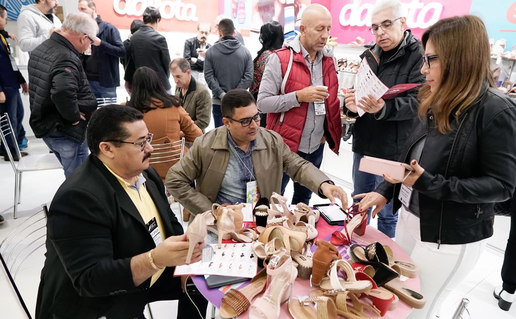 Importadores vindos de mais de 50 países estarão na feira calçadista em Gramado