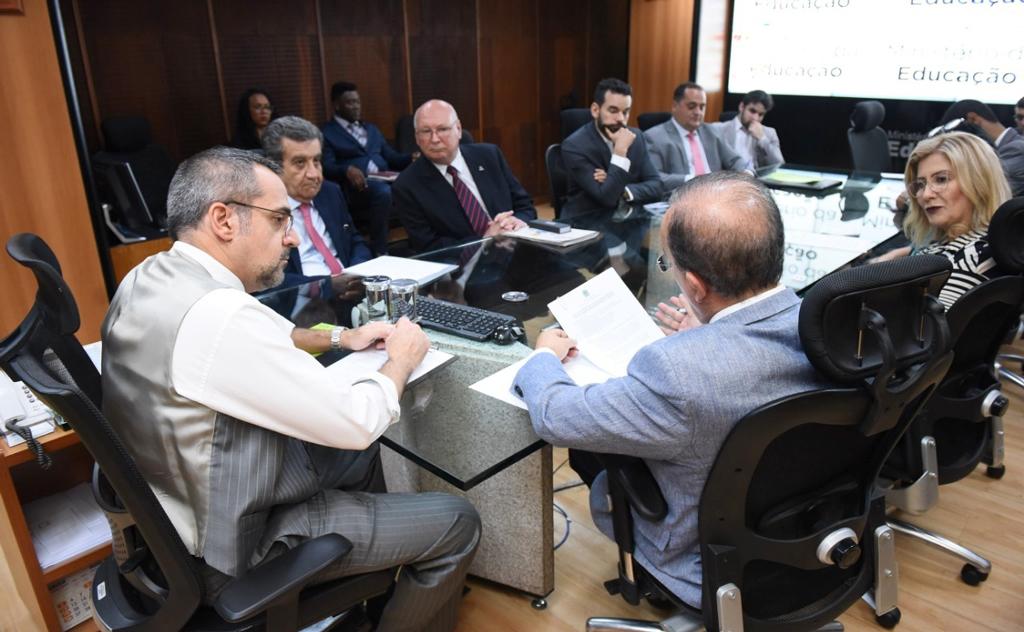 Reitora participou de reuniões que devem trazer resultados positivos à Universidade