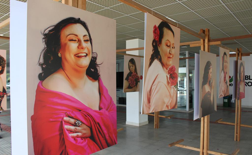 Curso de Moda da Unesc/Senai produz fotos com mulheres vítimas de câncer