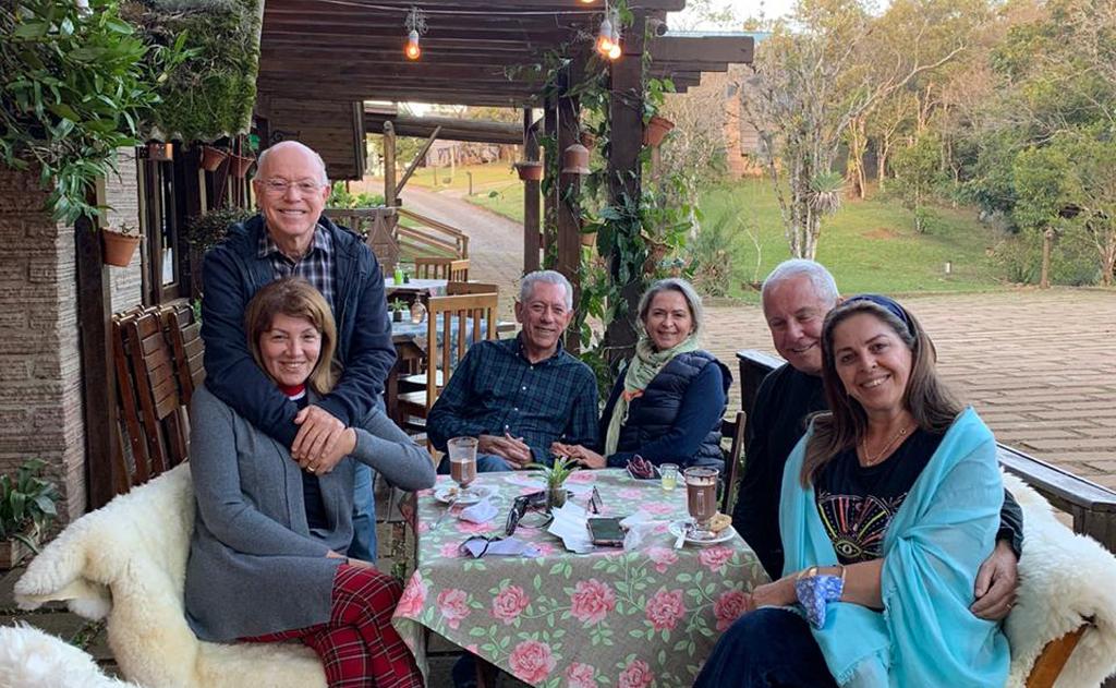 Everaldo Ferreira e Lana, Aldair Kozuchovski e Adriana Búrigo, e Landoaldo Isoppo e Jussara celebram a amizade