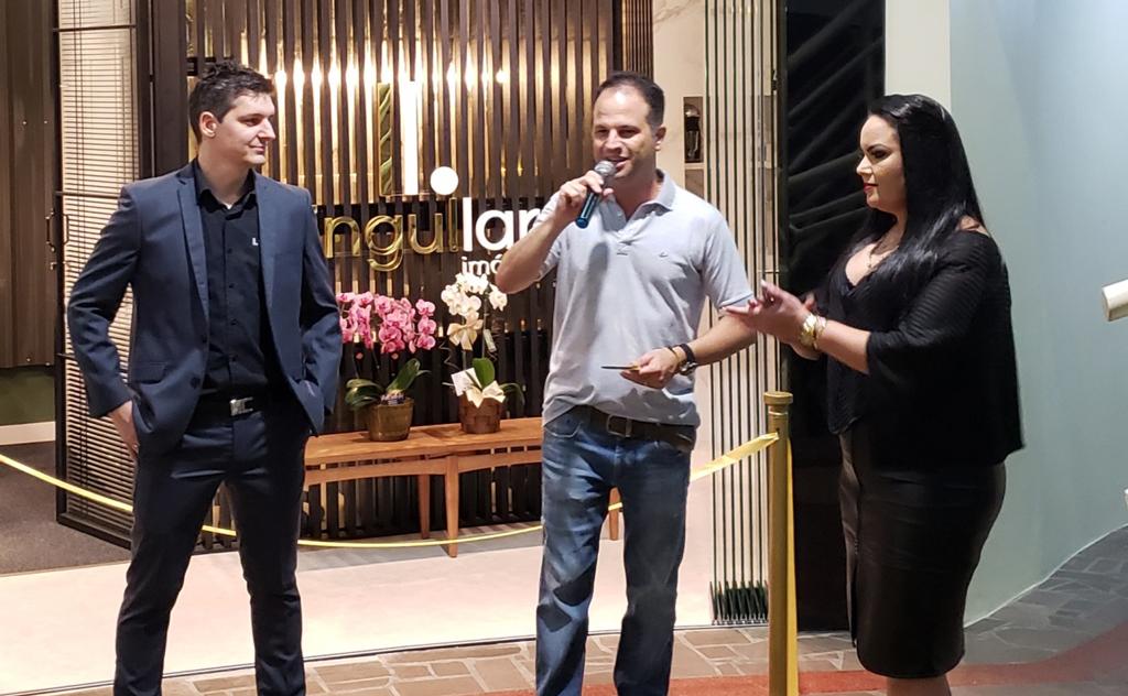 Noite de glamour para a Singullar Imóveis, no Bortoluzzi Center
