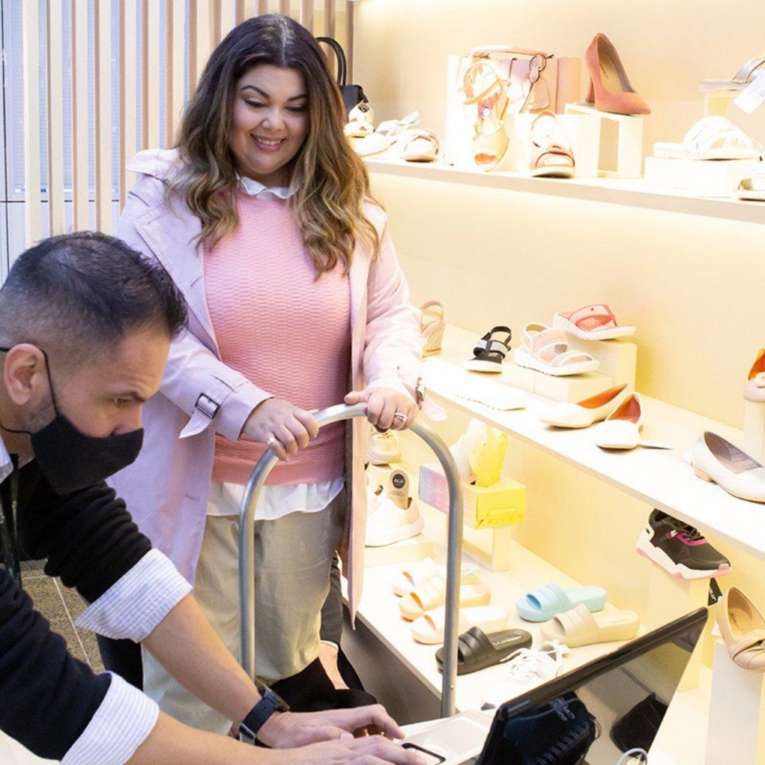 IBTeC fez a medição dos pés da atriz para fabricação de calçados mais confortáveis à ela