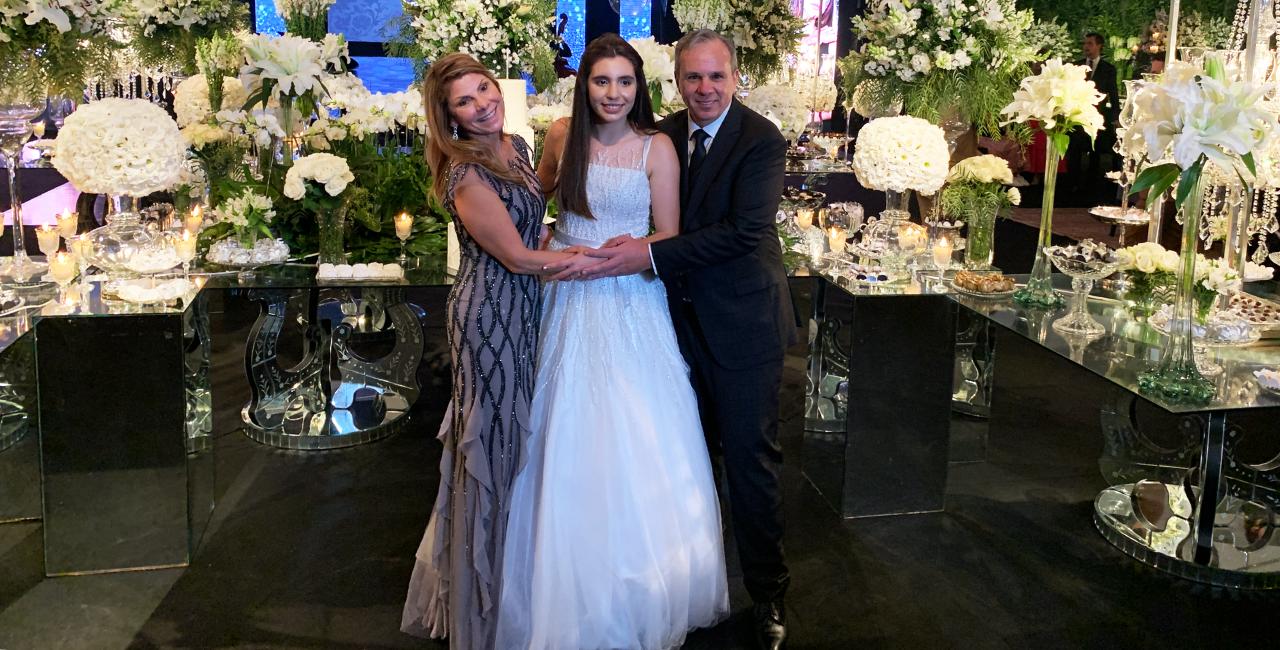 Maria Amália Maragno Mello e Evandro Boff Mello realizam o sonho de debutar a filha