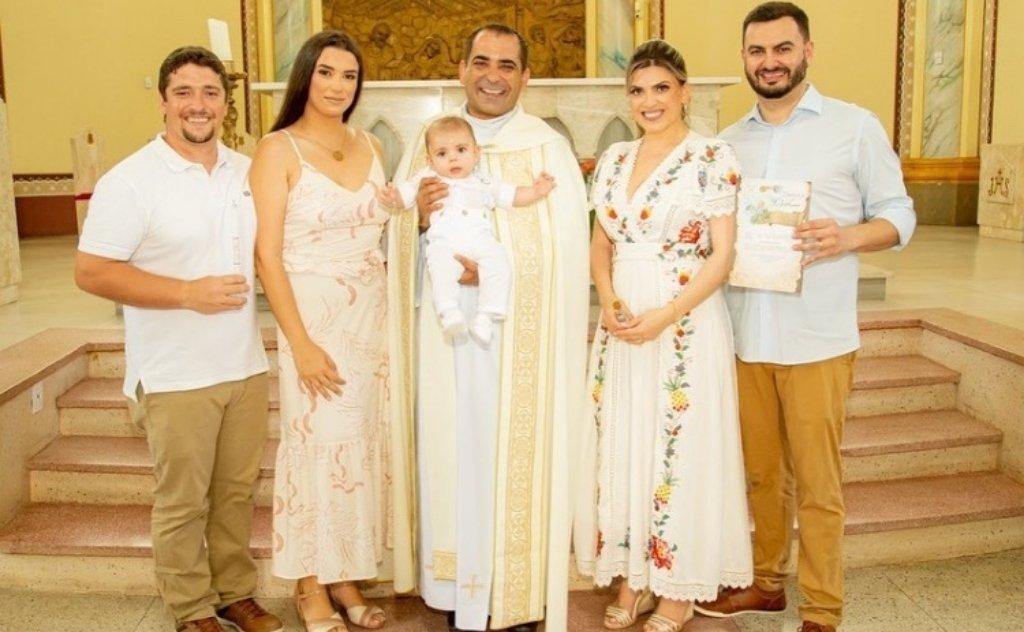 A celebração aconteceu na Paróquia Santo Antônio de Pádua, em Sombrio, ao lado da família e dos padrinhos