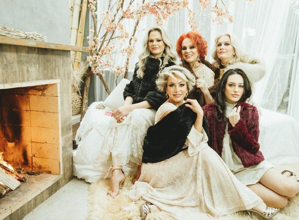 Glamour e poder no ensaio fotográfico da matriarca Zuleide Herrmann com as filhas e a neta Giovanna
