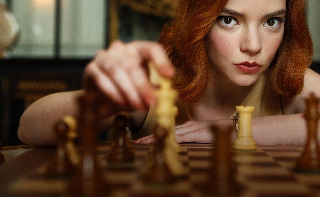 A minissérie da Netflix mistura a arte de jogar xadrez e a luta sob um destino poderoso traçado por Elizabeth Harmon