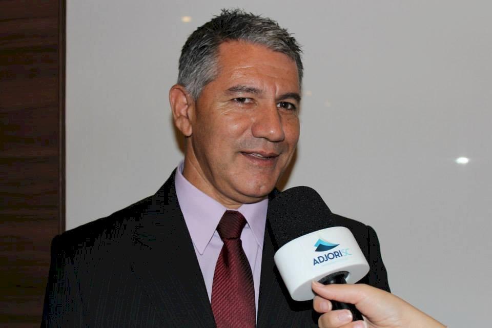 Proprietário do jornal Nortesul, de Passo de Torres, Valmoci foi eleito vice-presidente para gestão 2021-2023