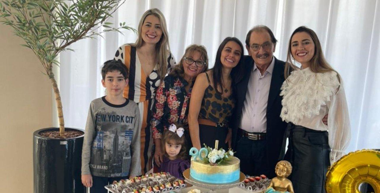 Empresário criciumense brinda aniversário rodeado pela família