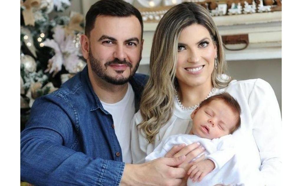 Fábio Espíndula e Treisse Amorim Espíndula em lindo retrato com o filhote Lian.