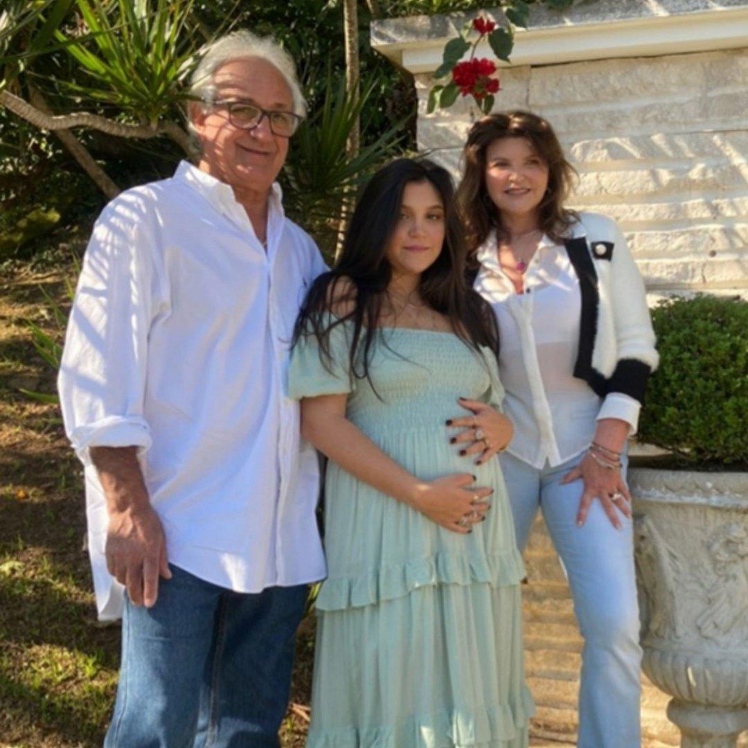 Jorge Coral e Gabriela Martignago Coral em êxtase pela chegada do baby da filha Isabella