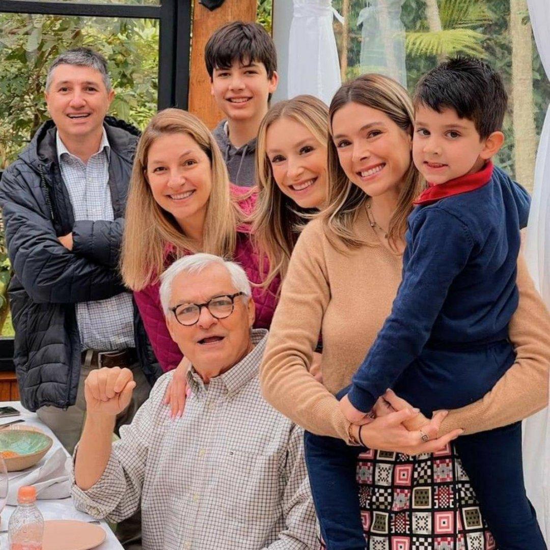 Ruberval Francisco Pilotto cercado de carinho pela família comemorando seu aniversário